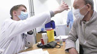 В России продолжается массовая вакцинация от коронавируса