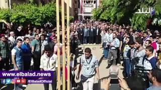 وزير التعليم العالى ورئيس جامعة بنها يؤديان تحية العلم.. فيديو وصور