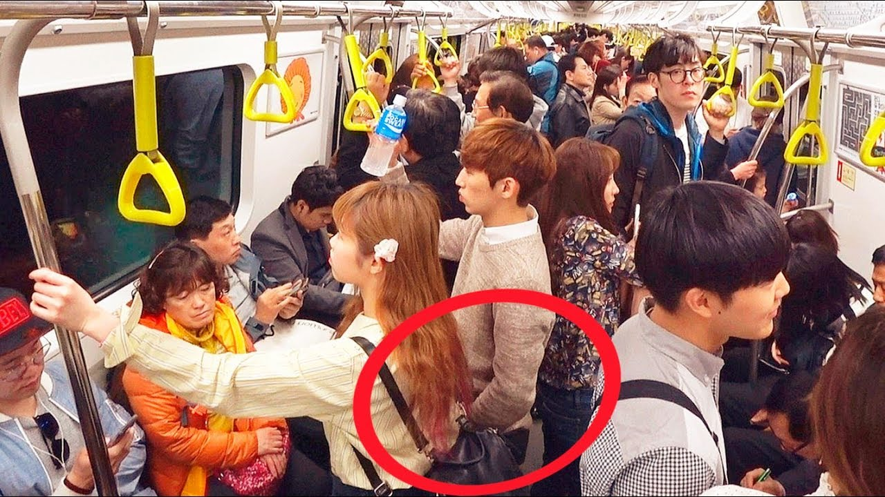 Костенева девушку без трусов лапают в автобусе кацуми