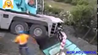 Mori de ras !! Faze tari cu muncitori nu prea inteligenti!!! Accidente haioase !!