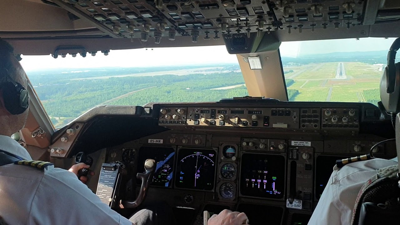BOEING 747,  Beautiful and perfect LANDING at Sweden  (Hand flying,  cockpit view)