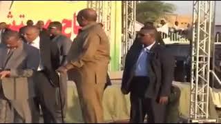 سوداني يصف عمر البشير بقائد الامة العربية