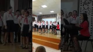 """Выступление в школе с песней """"крылатые качели"""" из фильма """"Приключение электроника"""""""