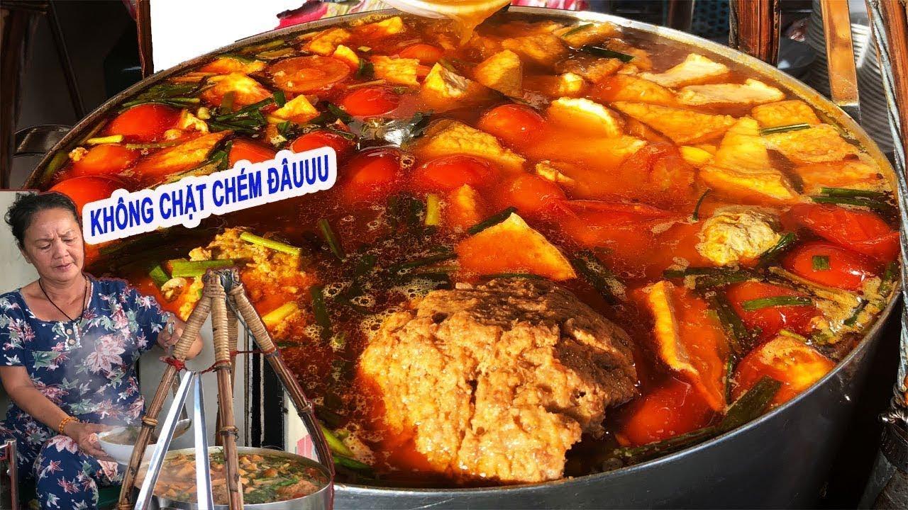 Bún riêu gánh chợ Bến Thành 50k/tô nổi tiếng không chặt chém