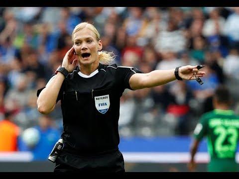 Bibiana Steinhaus, Wasit Wanita Pertama Bundesliga