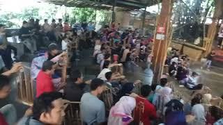 Kehebohan Pengunjung Di Saung Udjo Bandung