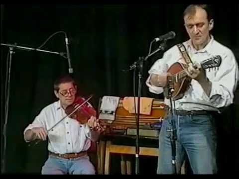 Martin Carthy & Dave Swarbrick : Bows Of London / Carthy's March / The Lemon Tree  (live 1991)