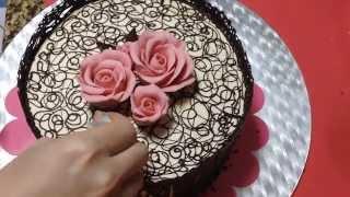 شوفو معي كيف زينت كيكة دانتيل الشوكولا :) chocolate lace cake inspired by Julia M usher