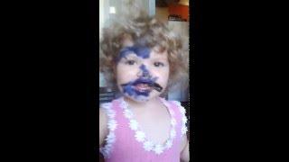 ребенок съел фломастер