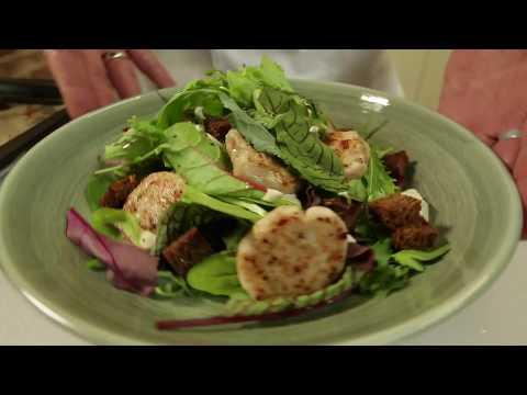 Салат с котлетками и гренками. Где  цезарь?