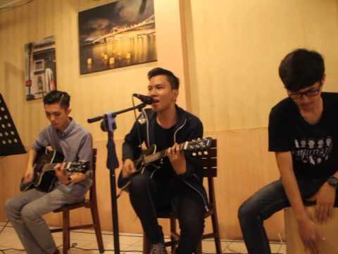 Treeangle Band - Senandung Malam (live acoustic @dbims cafe Semarang 2015)