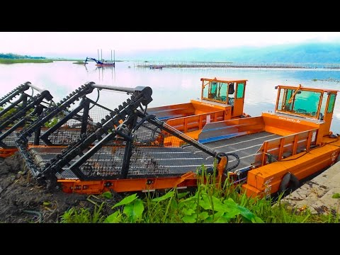 BERKY Aquatic Weed Harvester 6520 Water Plant Cleaner Cleaning Wild Water Hyacinth On A Lake