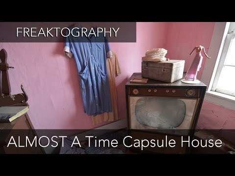 Exploring an Abandoned House Full of Antiques (ALMOST A Time Capsule)