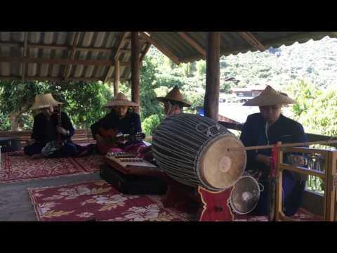 Lom Luang Fusion Music : เพลง ม่อนแม่ก๊ะเปียง วงลมหลวง ( Mea Ka Piang 's valley
