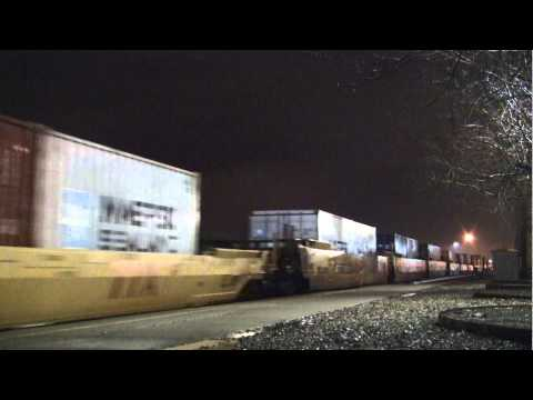 CSX Intermodal with a Friendly Engineer Huntington, WV [HD]