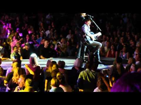 Brooks & Dunn w/Reba McEntire Cowgirls Don't Cry - Nashville TN 9-2-2010