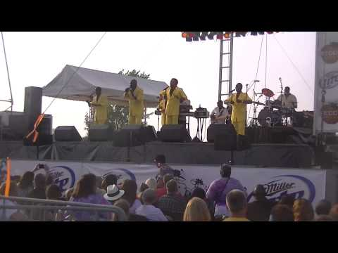 The Spinners-Mighty Love live in Waukesha, WI 7-20-14