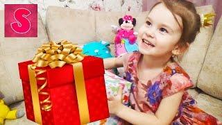 Подарок на 8 марта САМЫЙ ЛУЧШИЙ подарок Что подарить? Приколы про детей Видео для детей