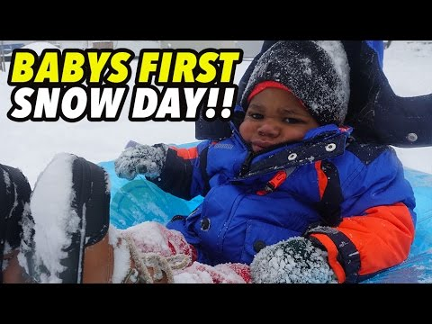 BABYS FIRST SNOW DAY!!