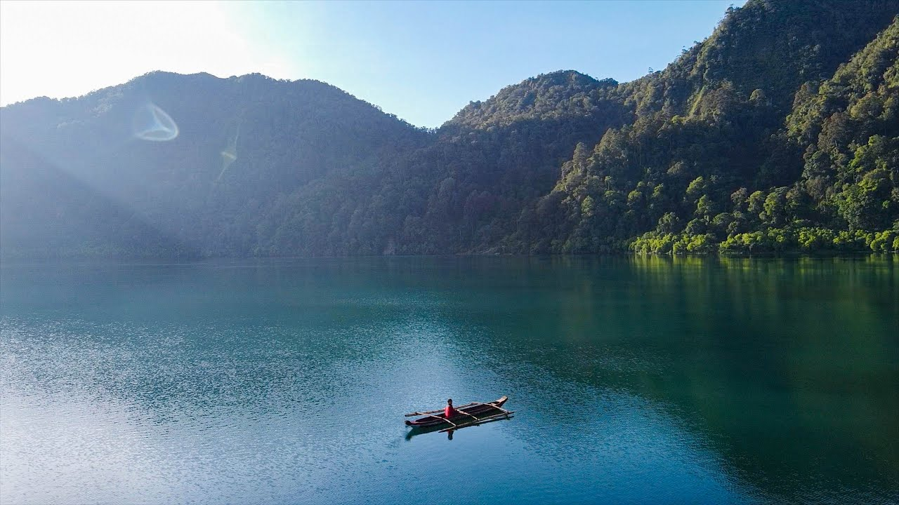 Hiking in the Crown Jewel of the South | Lake Holon