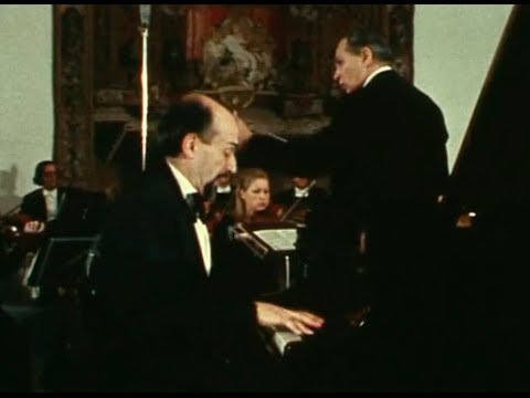 Dmitri Bashkirov plays Mozart Rondo in D, K. 382 - video 1982