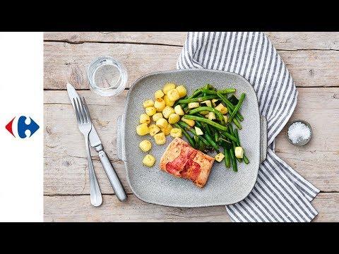 saumon-en-croûte-de-lard,-pommes-de-terre-rissolées-et-haricots-à-l'harissa
