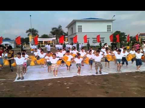 Đồng diễn các bé Mầm Non Tây Tựu 3/5/2013