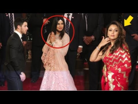 Shahrukh Khan's Wife Gauri Khan IGNORES Priyanka Chopra At Isha Ambani's Wedding