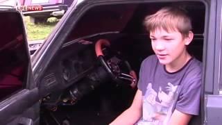 школьник своими руками,  собрал гоночный автомобиль