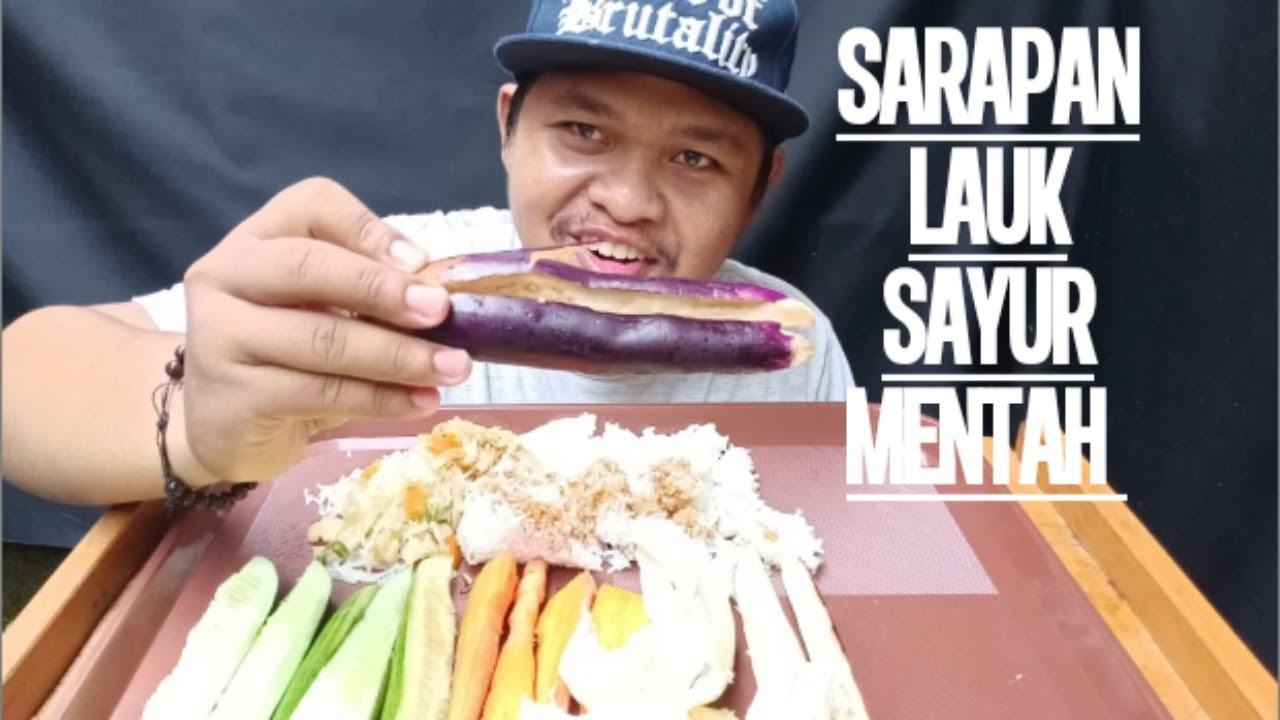 Makan lauk sayur kol, wortel, terong + nasi!!