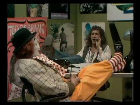 pipo de clown  pipo komt bij de tv studio