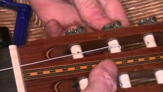 the best tip to restring your classical guitar !