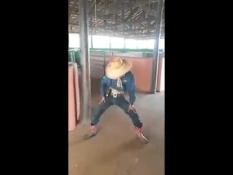 Boiadeiro dançando funk thumbnail