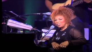 Roberta Flack - THE CLOSER I GET TO YOU (Live)