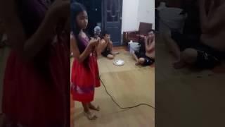 Lời ru một đời- Bé gái hát hay như Thiện Nhân
