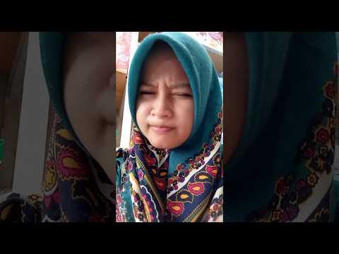 Cewek jilbab centil... Hahaha