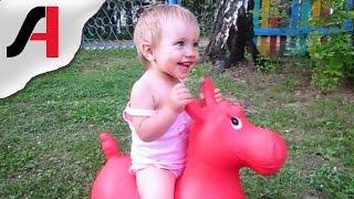 видео Игрушки качалки для детей