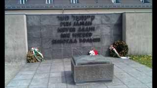 ミュンヘンから電車とバスを乗り継いでダッハウ強制収容所記念館を見て...