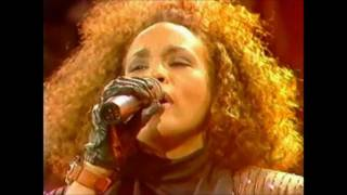 Whitney Houston live 1988 - Where do Broken Hearts go (HD)