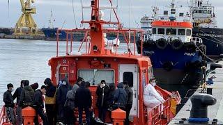 Una patera con 18 migrantes llega a las costas de Ceuta