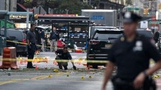 NYPD gather physical evidence from Chelsea blast scene