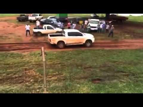 Dodge Ram x Hilux Cabo de Guerra (Hilux passeando de Dodge)