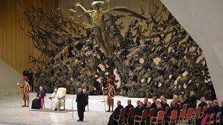 """Conoce el """"trono satánico"""" del Vaticano thumbnail"""