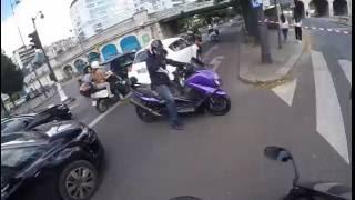 il provoque un POLICIER en T-MAX 530 !!!