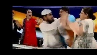 بالفيديو-ضرب وصفعات على الوجه بين رجل دين وامرأة على الهواء مباشرةً