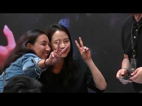 Song Ji-Hyo signs 100 phones, Samsung Galaxy Note8 KL 2017, 21 Sep 2017
