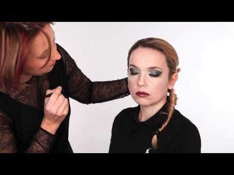 How to create a dramatic smoky eye make up look
