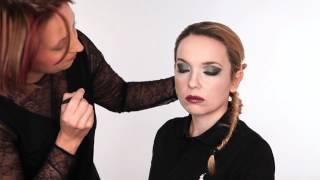 How to create a dramatic smoky eye make up look Thumbnail