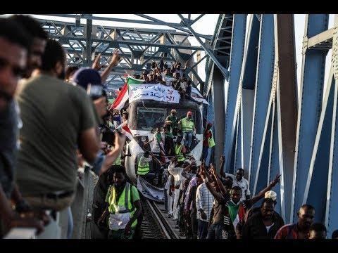 قادة الاحتجاجات في السودان إضراب شامل إذا لم نجد الاستجابة لمطالبنا  - 17:55-2019 / 4 / 24