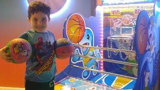 Yusuf Eğlence Merkezinde Basketbol Oynadı   Çocuk Oyun Videoları